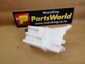 Nissan Xtrail T32 4WD 2014-2016 Front Washer Bottle