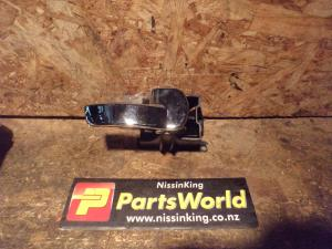 Nissan Navara D40 VSK 4WD 2006-04/2010 RF Door Interior Handle