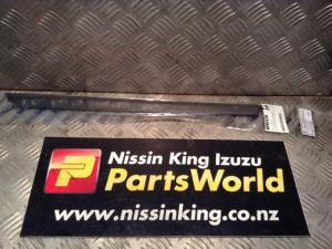 Nissan Pathfinder R50 1996-1999 LR Door Weather Strip Mould